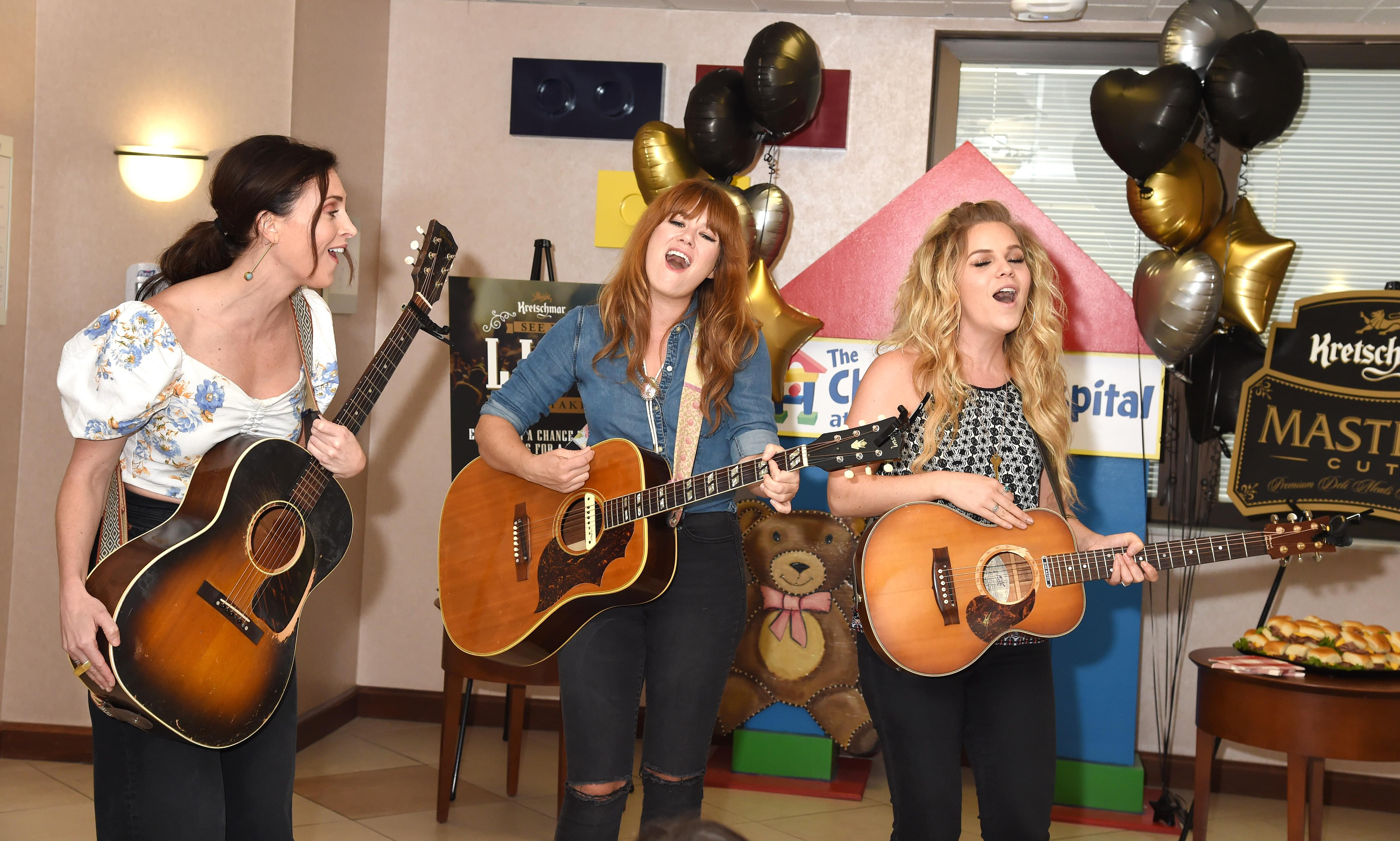Kelleigh Bannen Ruthie Collins And Natalie Stovall Serenade