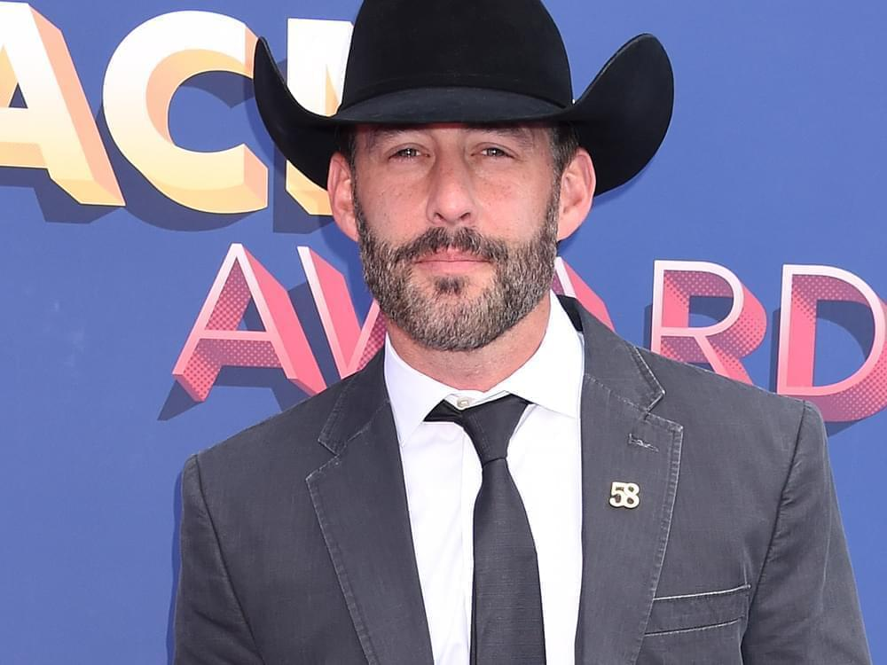 Aaron Watson Makes New Christmas Album a Family Affair