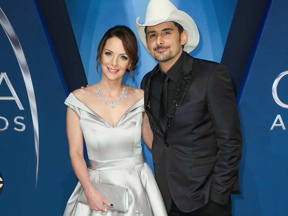 "Brad Paisley and Kimberly Williams-Paisley Help Open ""Free Grocery Store"" in Nashville"