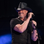 "Trace Adkins Announces 40-City ""Don't Stop Tour"""