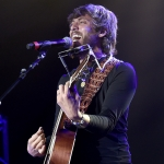 "Chris Janson's New ""Good Vibes"" Video Is an Uplifting Family Affair [Watch]"