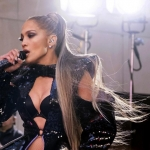 Jennifer Lopez makes up concert interrupted by power outage