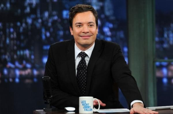 [WATCH] Jimmy Fallon & Selena Gomez Struggle To Get Through This Interview