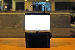 THIS NEW LAMP CREATES LIGHT USING SALT WATER!