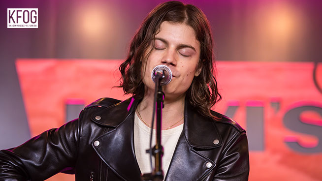 "KFOG Private Concert: BØRNS – ""Faded Heart"""