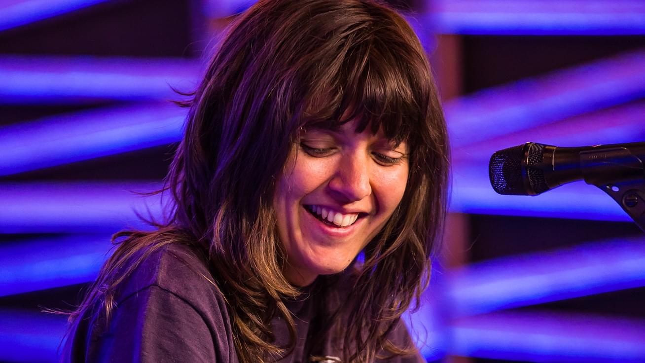 "KFOG Private Concert: Courtney Barnett – ""Sunday Roast"""