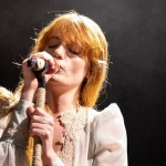 "Florence Welch goes into a ""trance state"" to get comfortable enough to go onstage"