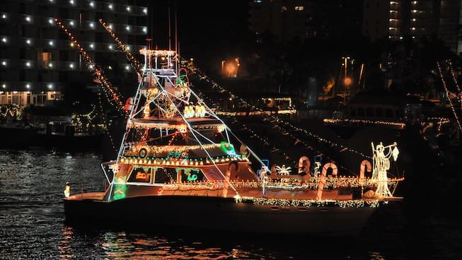 Lighted Boat Parade brightens Fisherman's Wharf this weekend