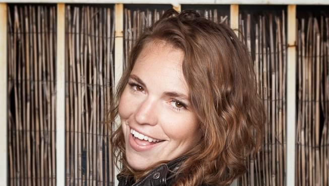 Comedian Beth Stelling talks to Arthur about the ups and downs of dating a comic