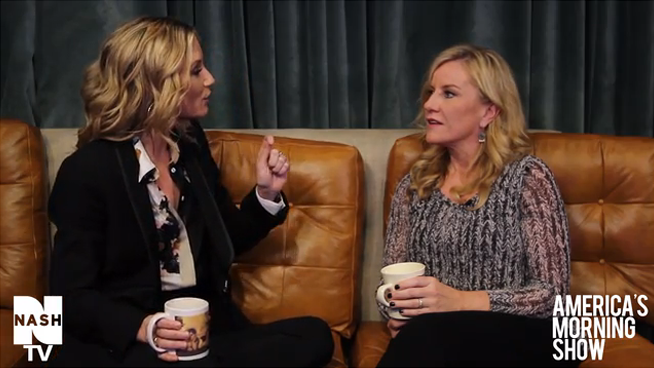 Jennifer Nettles with Kelly on the Couch!