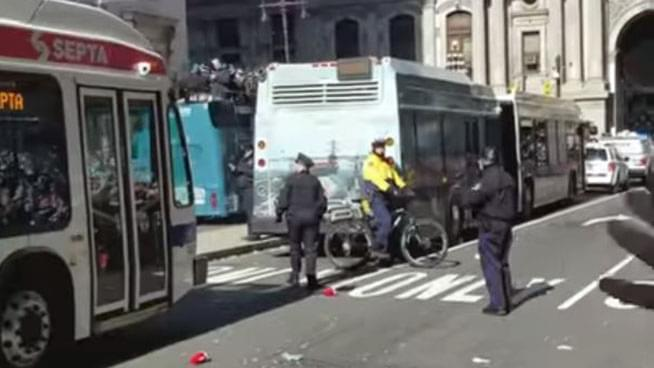 City Buses Block Eagles Fans' View of Parade for 7 Minutes