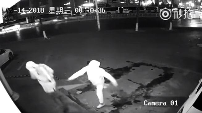 Robber in Shanghai Drills His Accomplice in the Head with a Brick