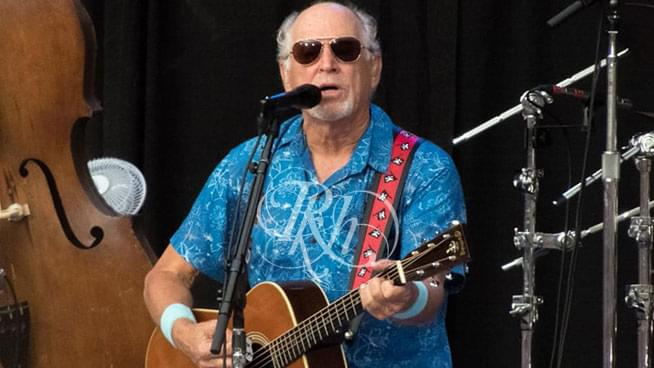 Thousands of Parrotheads Were Still Standing in Line as Jimmy Buffet Performed on Saturday