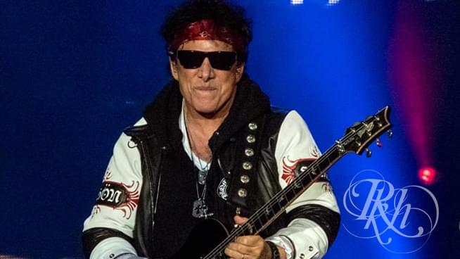 Neal Schon Extends Invite to Steve Perry to Appear with Journey Next Month