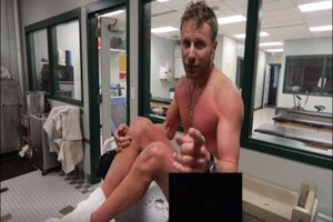 Dierks Bentley is Naked and Cold