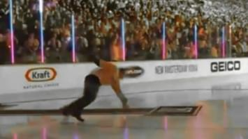 VIDEO: Singer Gavin DeGraw slips on ice singing national anthem