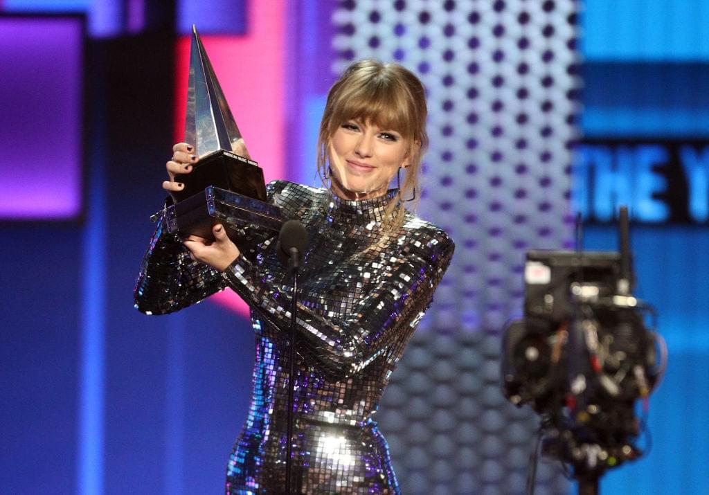 Taylor Swift just made AMAs History
