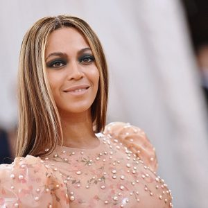 Beyoncé Portrait To Be Permanently Displayed at Smithsonian