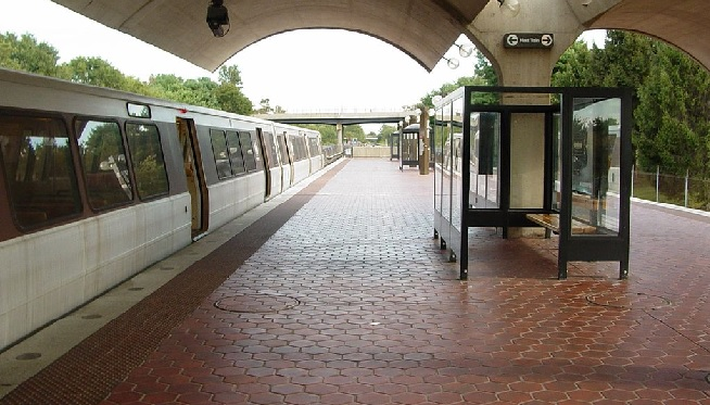 Metro stations south of Reagan National reopen Monday after months of closures