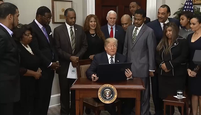 Trump Signs Mlk Jr Proclamation Amid Cries Of Racism 105 9 Fm And