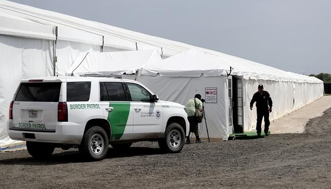 Government to house more immigrants in tents at the border