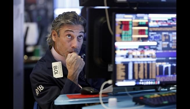 Dow Drops 800 Points After Bonds Flash Warning