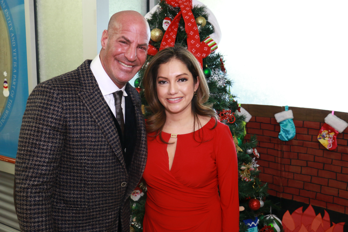 Sid Brings the Holidays to Maimonides Children's Hospital in Brooklyn! [Exclusive Video]