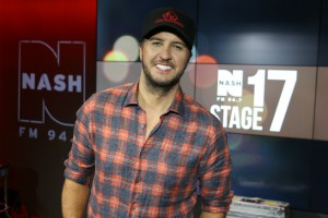 Luke Bryan LIVE from Stage 17 [Exclusive Video/Photo]