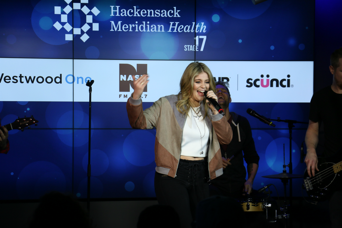 Lauren Alaina LIVE from HMH Stage 17! [Exclusive Video]