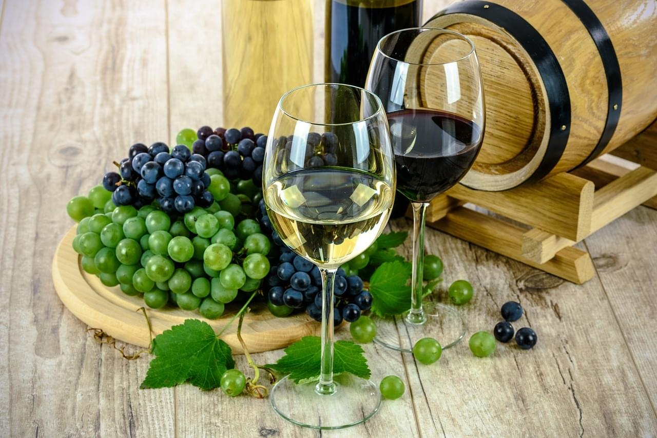 Study Finds Drinking White Wine will Make you Happier