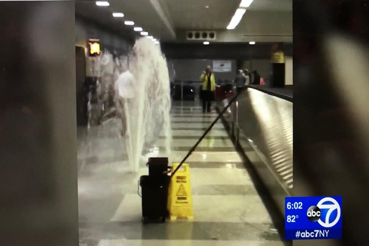 Water sprays everywhere inside JFK Airport (VIDEO)
