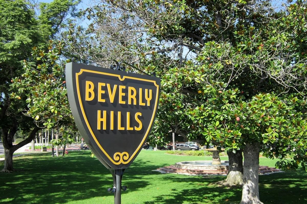 Taylor Swift Sells Beverly Hills Bungalow for $2.65M
