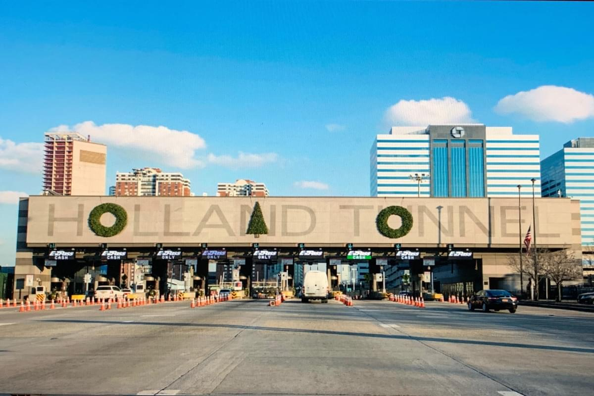 Man starts petition drive to fix Holland Tunnel holiday decorations
