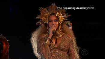 Beyonce's Formation Tour Mic Sells For $11k At Auction