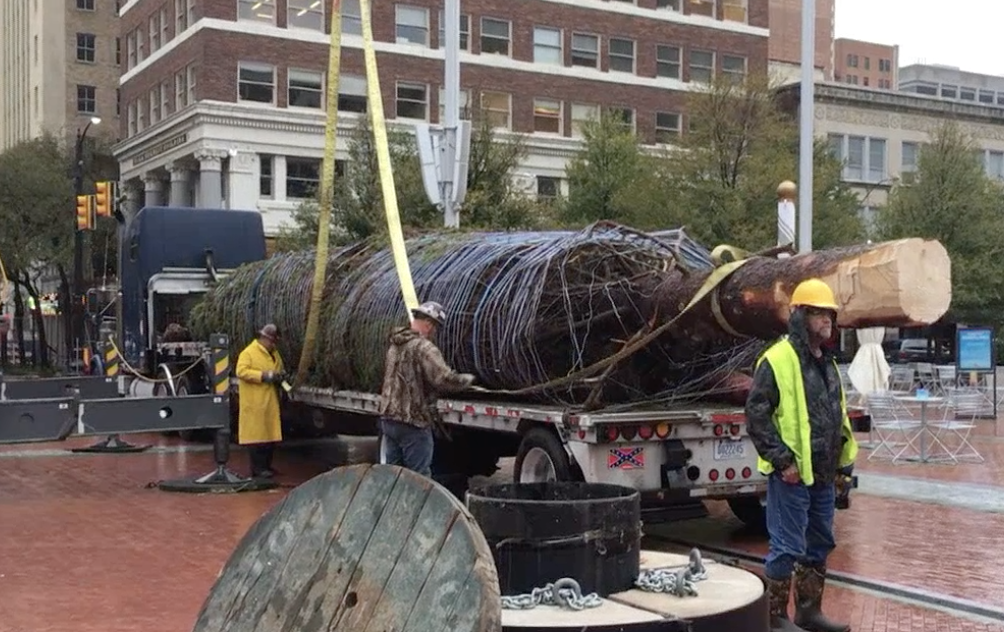 The Fort Worth Christmas Tree has Arrived!