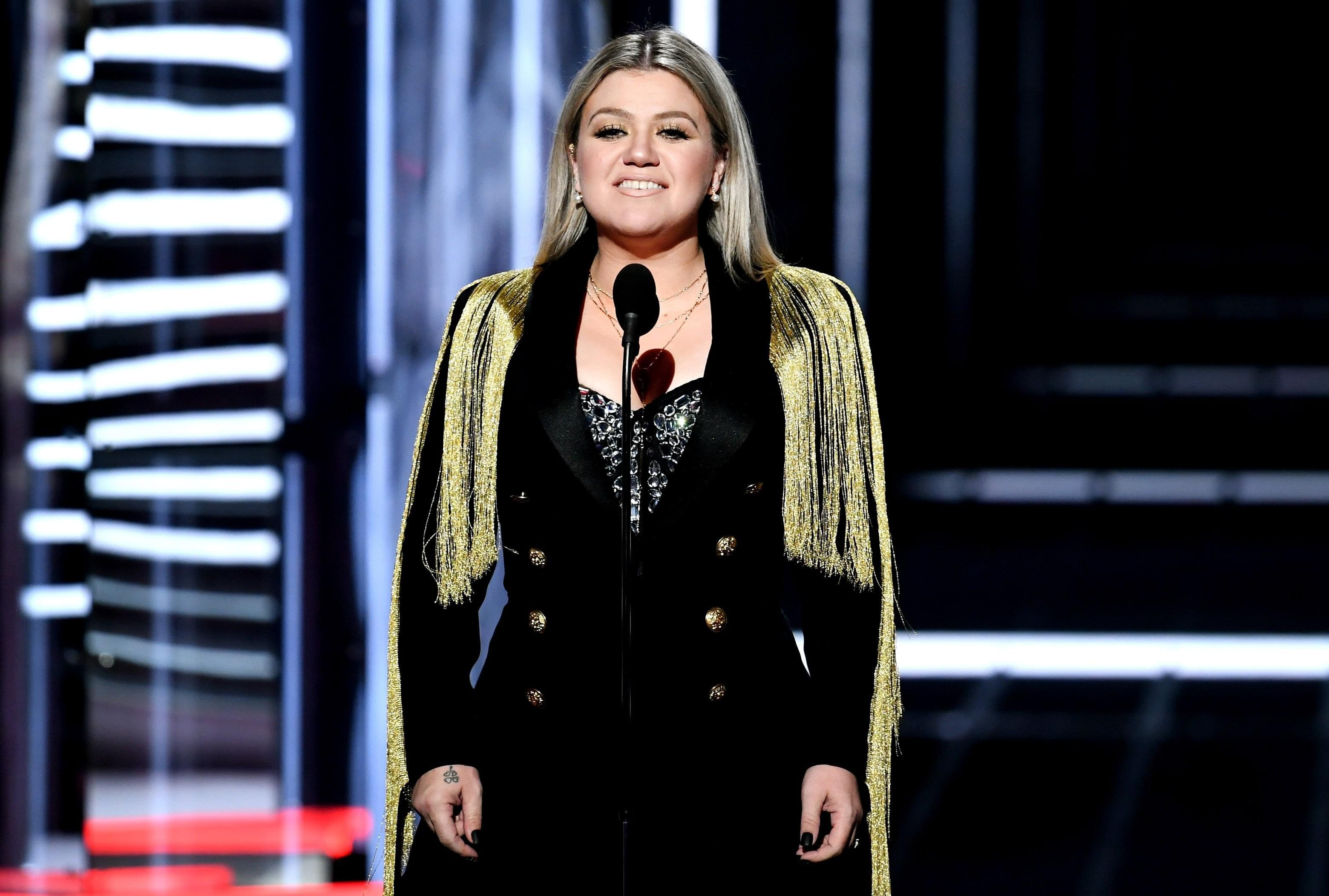 The reason Kelly Clarkson didn't do a moment of silence for Texas at the Billboard Awards
