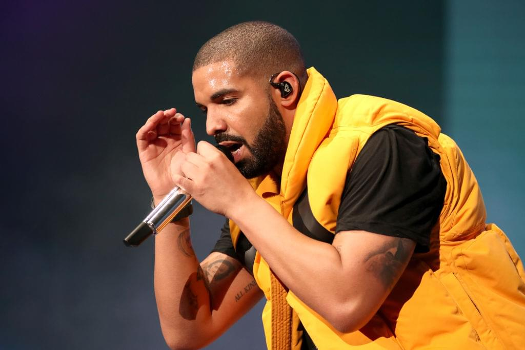 Drake Shows Off New Young Money Chain