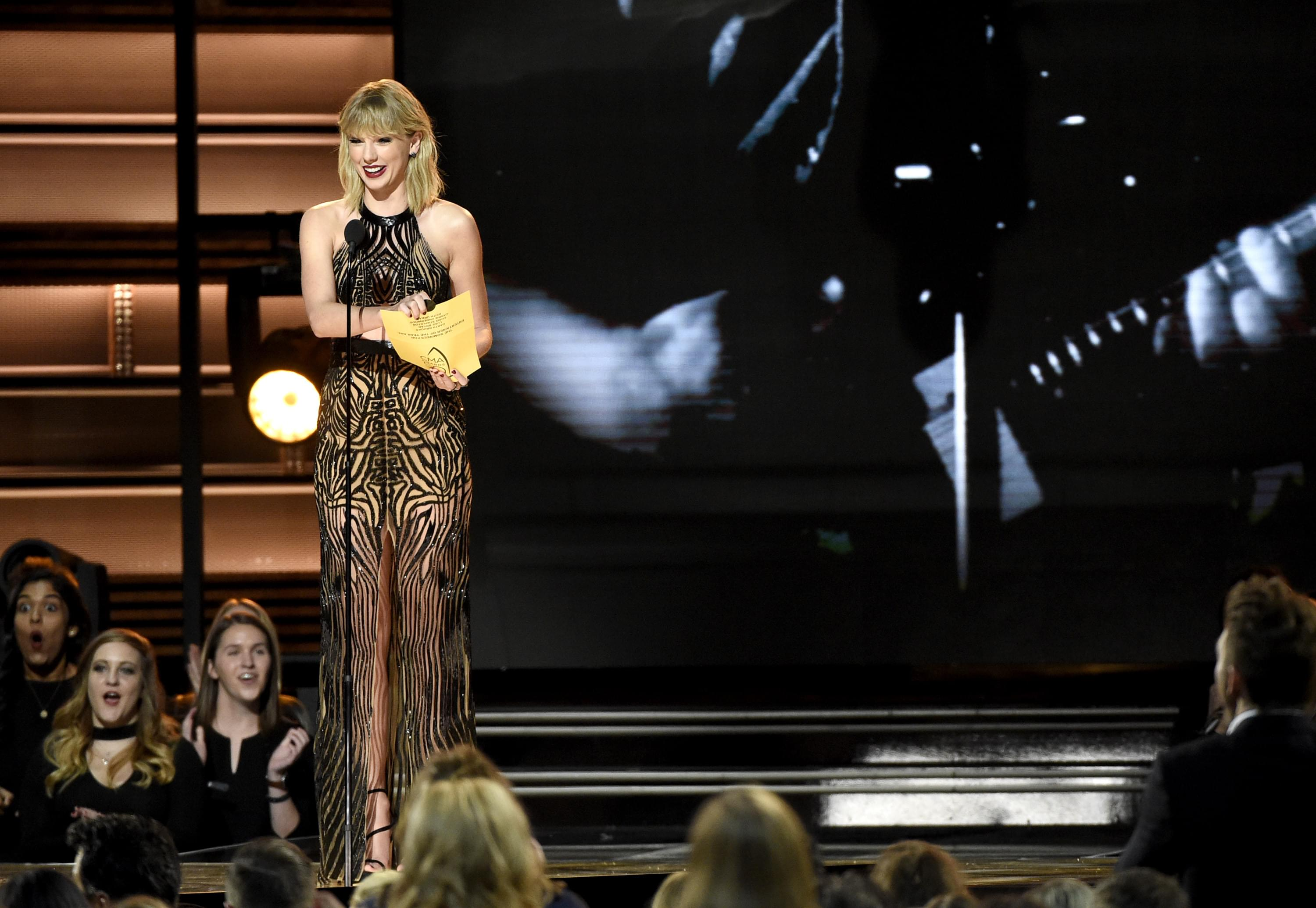 Taylor Swift Lets the Cat Out Of the Bag, Reveals She'll Open the 2019 VMAs