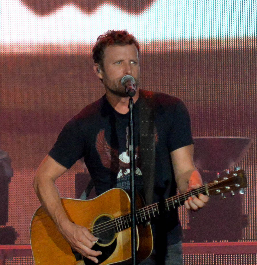 Dierks Bentley Helps With Military Family Reunion Kplx Fm