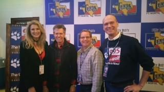 Randy Travis Honored With Cracker Barrel Legend Award!