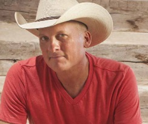 Meet Kevin Fowler + Watch the show from the stage!