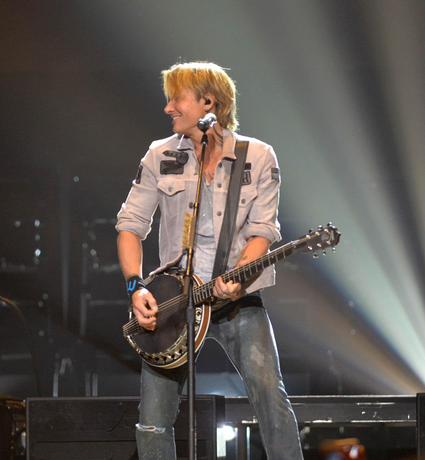 Keith Urban And Festival Crowd Sing His Wife Happy Birthday
