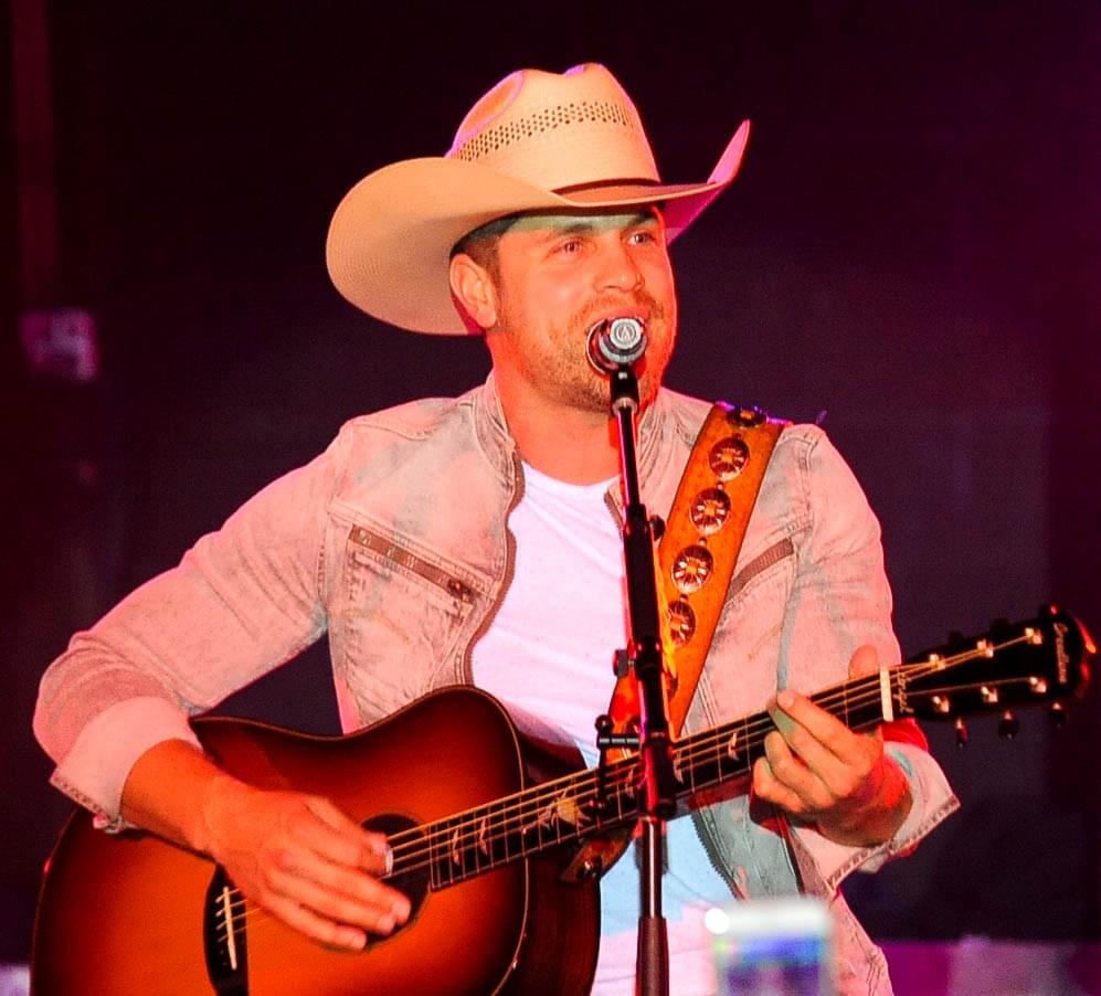 """Dustin Lynch Releases The Music Video For """"Good Girl"""""""