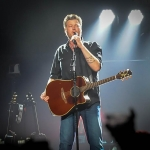Watch Blake Shelton Perform on The Voice