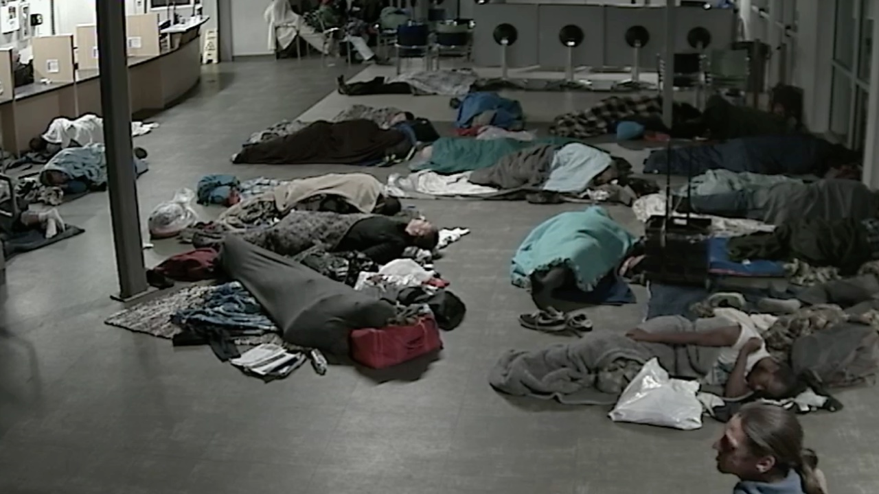 Dallas Homeless Center Opens for Cold Nights, Provides Warmth and Meals