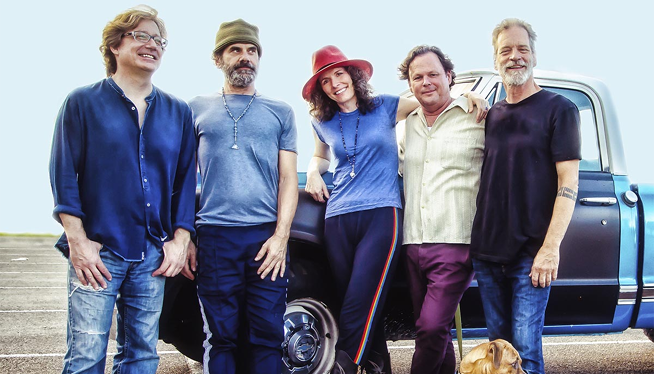 11/1/18 – Edie Brickell & New Bohemians at Royal Oak Music Theatre