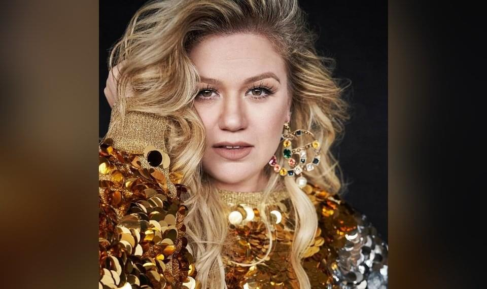 Kelly Clarkson Wants You To Know She DIDN'T Take Weird Pills To Loose Weight!