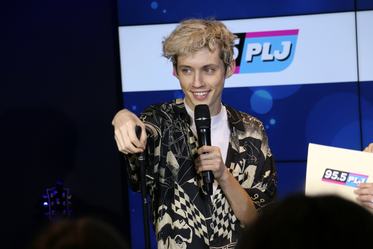 Troye Sivan LIVE from HMH Stage 17! [Exclusive Video]