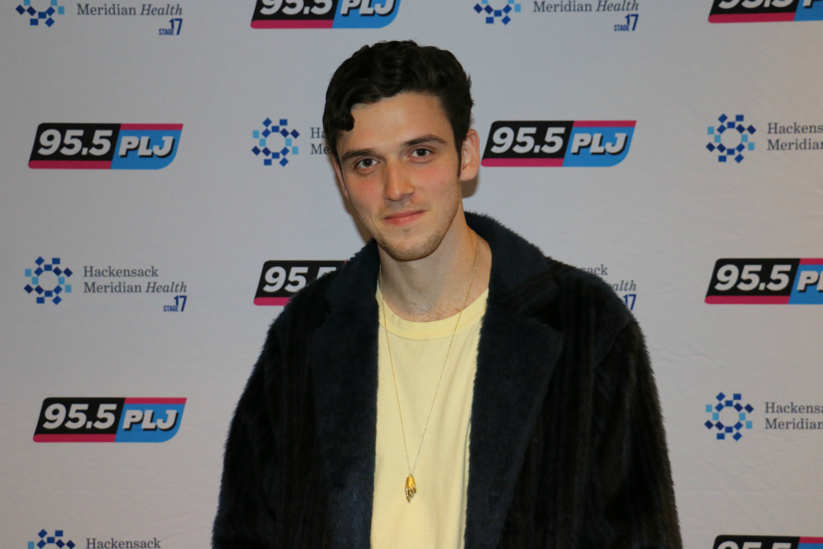 Lauv LIVE from HMH Stage 17! [Exclusive Video]