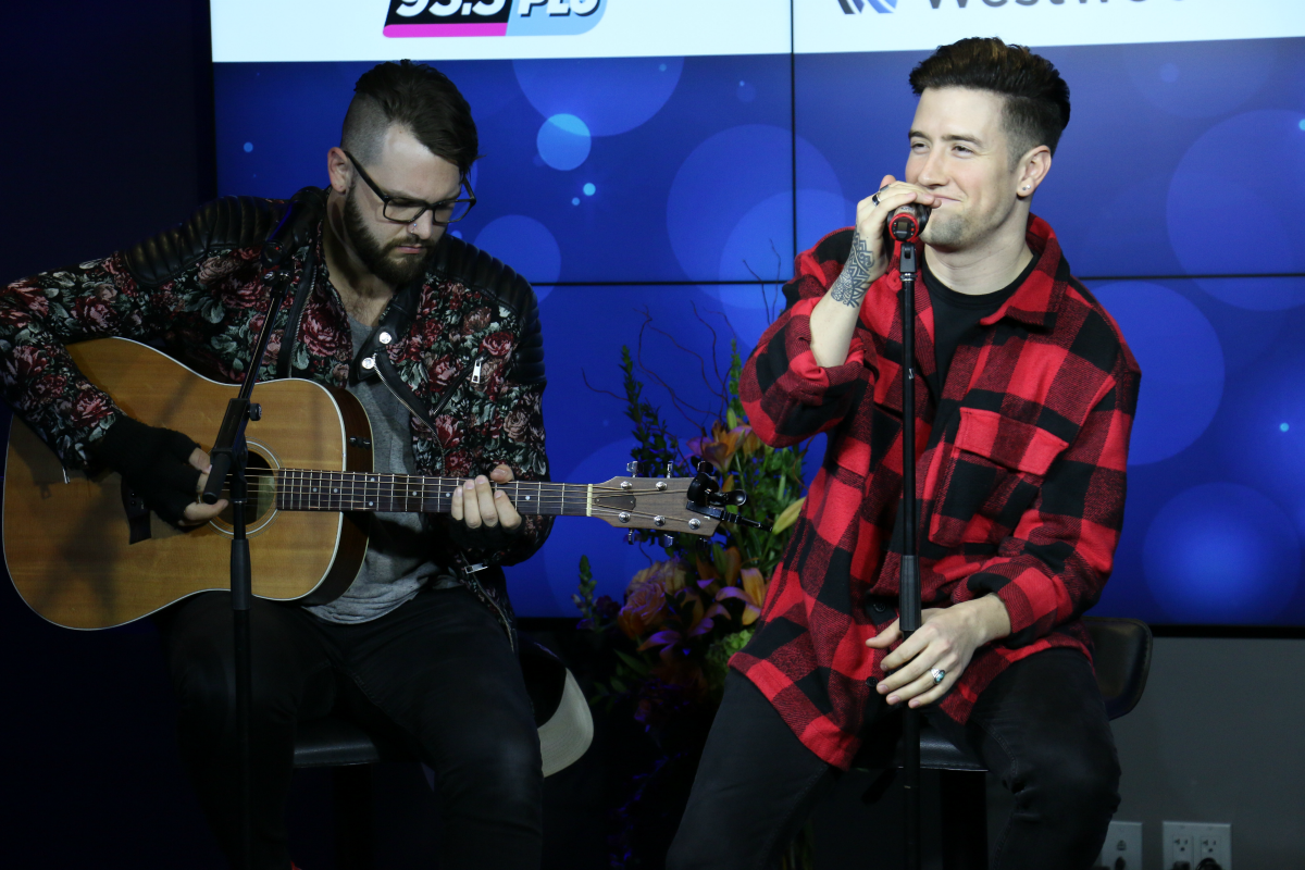 Logan Henderson LIVE from HMH Stage 17! [Exclusive Video]